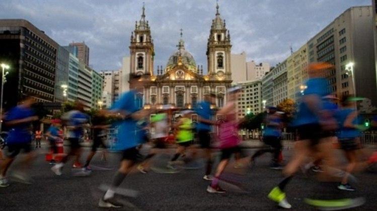 Programada para acontecer nos dias 13 e 14 de junho, a Maratona do Rio 2020 teve que ser remarcada para 11 e 12 de outubro. Mas a incerteza causada pela pandemia obrigou o cancelamento da prova, que ganhará uma edição virtual este ano. A Meia Maratona Internacional do Rio também não acontecerá em 2020.