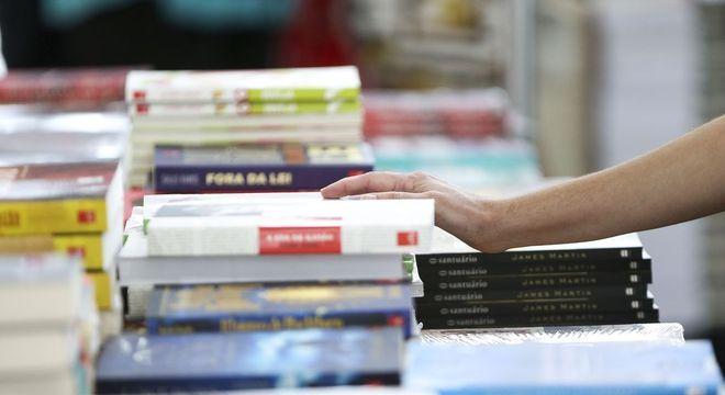 Programa incentiva a leitura entre estudantes de escolas públicas
