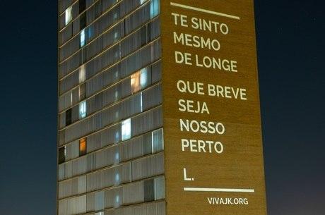Declarações de amor iluminaram prédio