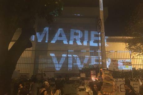 Projeção durante o ato em memória de Marielle
