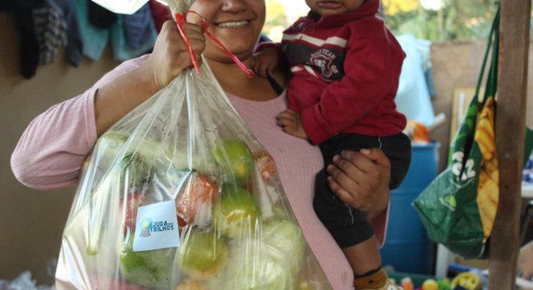Projeto leva alimentos, itens de higiene e limpeza a famílias vulneráveis