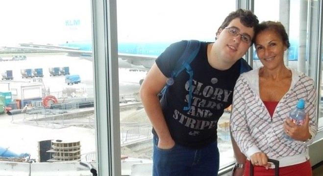 Fatima de Kwant mora na Holanda com o filho Edinho, hoje com 23 anos