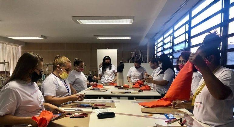 Projeto já capacitou mais de 250 mulheres na área de corte e costura
