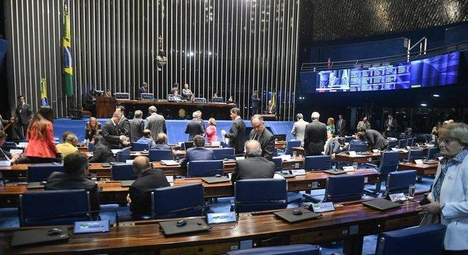 Senado tira recursos do pré-sal para educação e destina para gasodutos