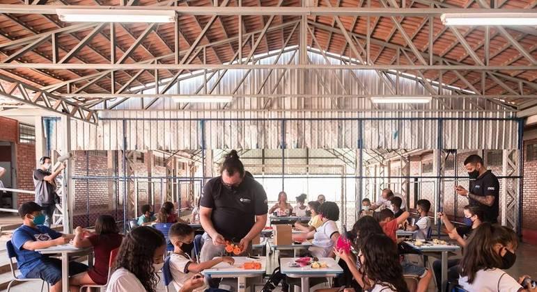 Projeto piloto é desenvolvido em 250 escolas no país com 11,5 mil alunos da rede pública