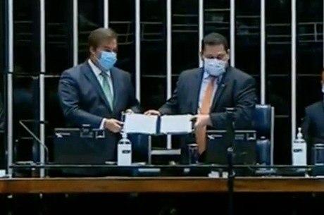 Rodrigo Maia e David Alcolumbre na promulgação da PEC