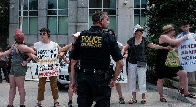 Ativistas prometem denunciar à Justiça o aumento dos poderes do ICE