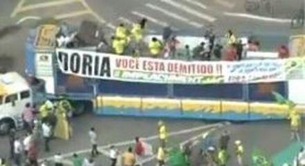 Grupo se reúne em frente ao Terminal João Dias