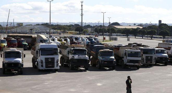 Protesto ocorre após aumento de diesel anunciado na sexta pela Petrobras