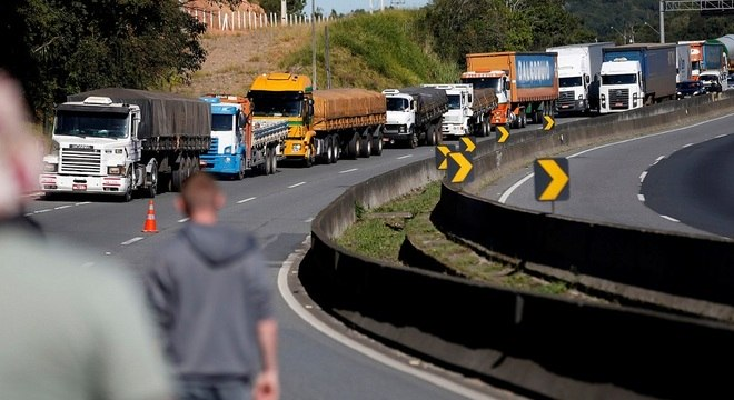 Protestos de caminhoneiros bloqueiam estradas. Na foto, rodovia de SC