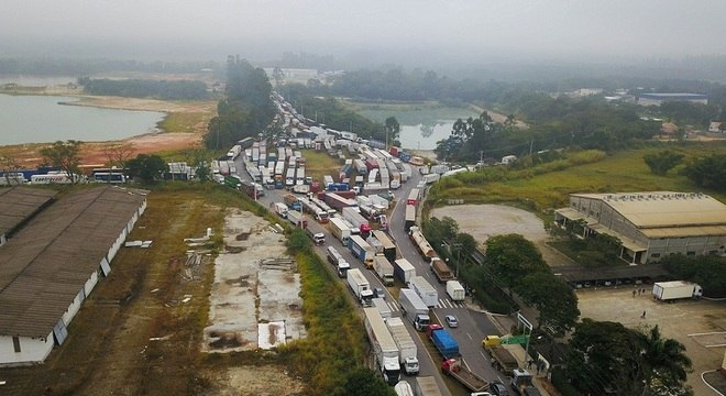 Protestos de caminhoneiros seguem pelo segundo dia consecutivo