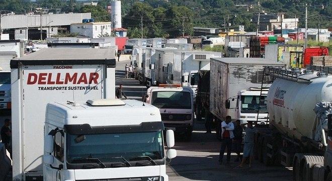 Protesto de caminhoneiros na BR- 493, em Itaboraí, região metropolitana do RJ