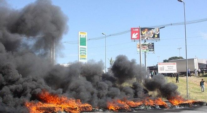 Protesto de caminhoneiros na rodovia Régis Bittencourt, em SP