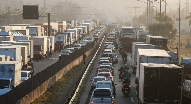 Caminhoneiros protestam em diversas rodovias do país