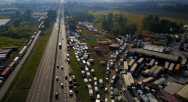 Pelo 4° dia seguido, caminhoneiros protestam por todo País