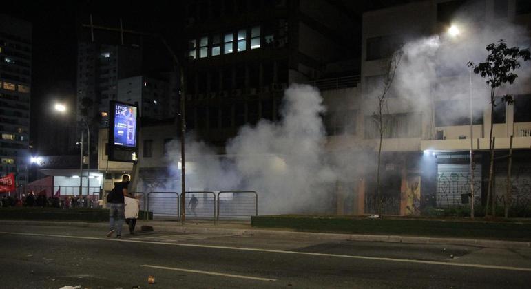 Polícia Militar usou bombas de gás lacrimogênio para dispersar manifestantes