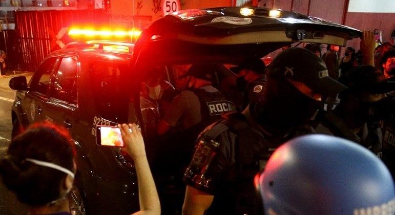 Homem é detido após confrontos entre manifestantes e policiais militares