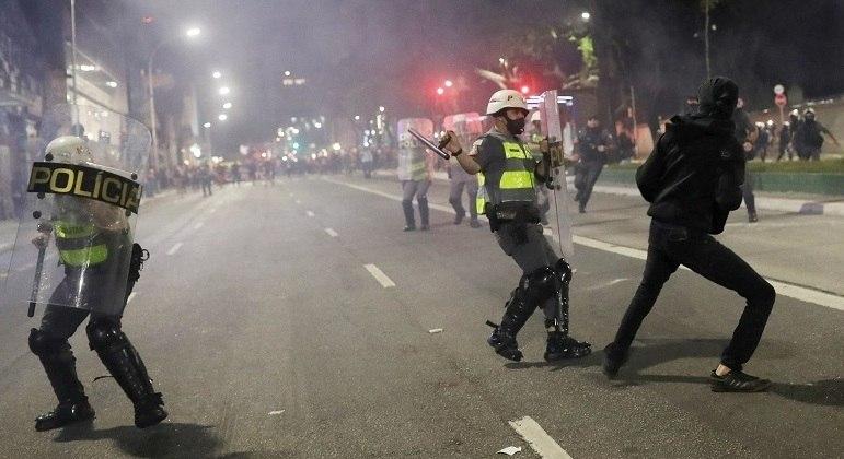 Confronto ocorreu durante a dispersão do protesto, na rua da Consolação