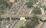 Com os caminhões circulando por diferentes vias da cidade, o congestionamento na capital paulista chegou a 50 quilômetros, às 9h45, de acordo com a CET (Companhia de Engenharia de Tráfego)