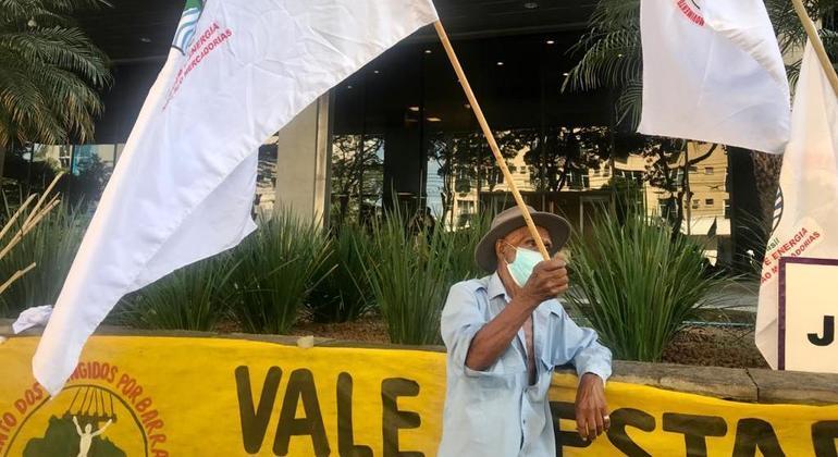 Atingidos pelo desastre protestaram em frente à sede do TJ no dia 4 de fevereiro