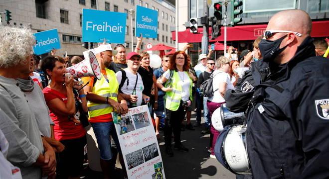 Manifestantes de extrema direita se reuniram no Parlamento no final de semana