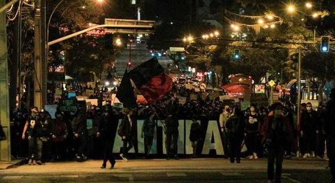 Protesto antifascista em Curitiba terminou em confronto com a PM