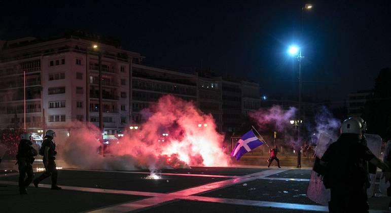 Manifestantes protestam em Atenas, na Grécia