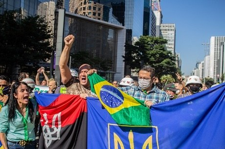 Manifestantes sem uso de máscara em São Paulo