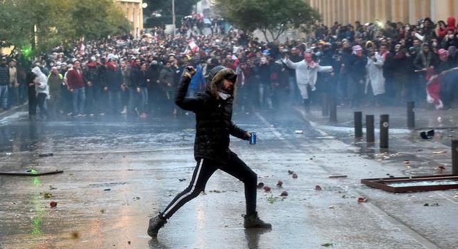 Manifestantes enfrentaram forças de segurança em Beirute, no Lìbano