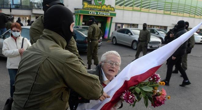 Entre as detidas está Nina Bahinskaya, de 73 anos