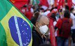 Já em Fortaleza, os manifestantes se reuniram na Praça Portugal, no bairro da Aldeota. O movimento foi organizado pela Frente Brasil Popular, Frente Povo Sem Medo, e Fórum Sindical, Popular e de Juventudes de Luta pelos Direitos e pelas Liberdades Democráticas