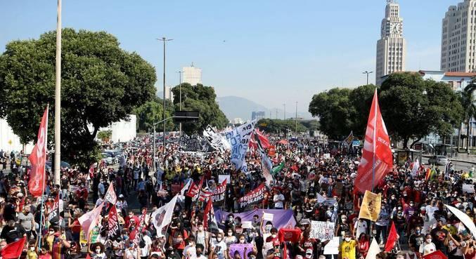 Manifestação contra Bolsonaro na avenida Presidente Vargas, no Rio de Janeiro, neste sábado