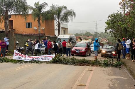 Ao menos 30 moradores participaram do ato