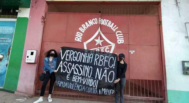 Protesto contra Bruno estão se espalhando pelo Acre. Assassinato de Elisa o persegue