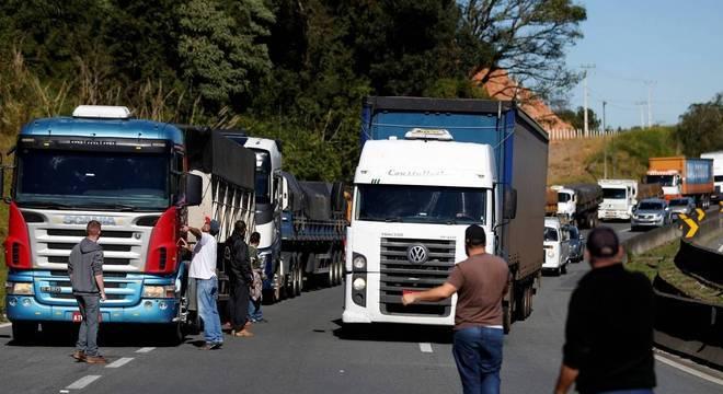 Rodovias federais enfrentam protestos de caminhoneiros pelo segundo dia consecutivo