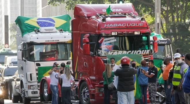 Caminhoneiros protestaram contra Doria e Covas na avenida Paulista