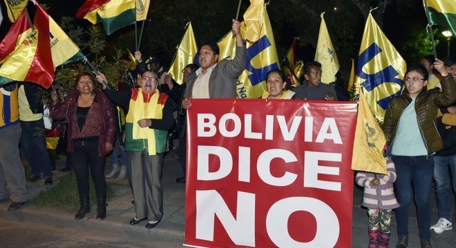 Adversários de Evo Morales afirmam que o presidente quer se perpetuar no poder