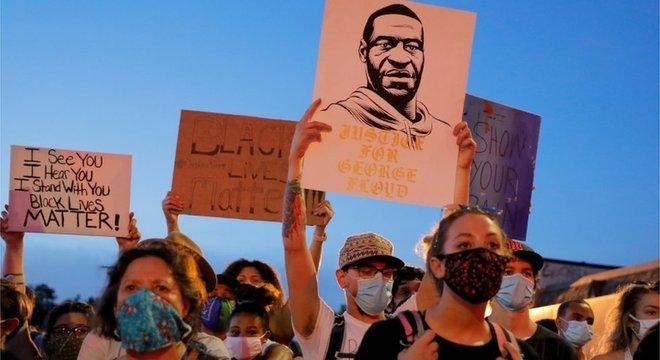 Os protestos contra a morte de Floyd repercutiram muito além dos Estados Unidos