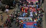 As manifestações contra o a atuação do governo interino na pandemia e o adiamento da data das eleições aconteceram em várias cidades do país