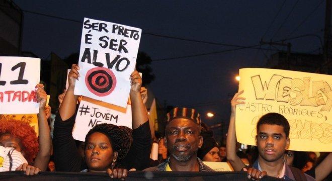 Protesto contra homicídio de jovens negros no Brasil