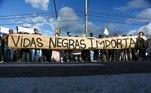 Protesto contra o assassinato de João Alberto, espancado até a morte por seguranças do Carrefour em Porto Alegre (RS)