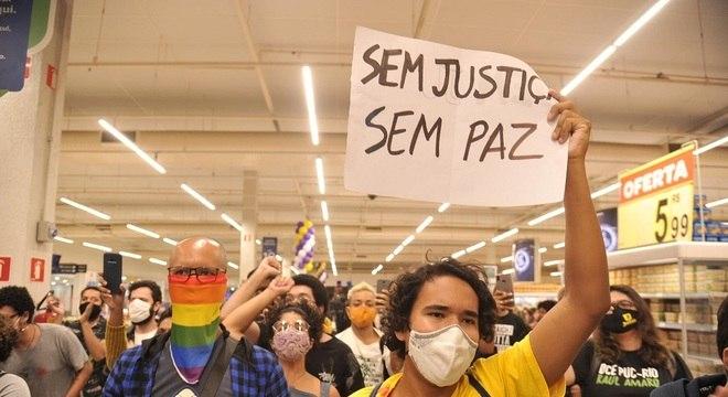 Protesto contra a morte de João Alberto, espancado até a morte por seguranças do Carrefour