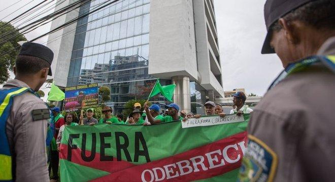 As notícias sobre os casos de corrupção envolvendo a construtora geraram protestos em diversas cidades da América Latina