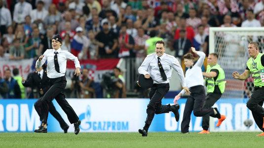 O grupo que invadiu a final da Copa é acusado de dois crimes na Rússia