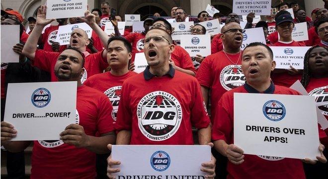 Protesto de motoristas contra apps em NY em 2019; neste ano, lei que obriga Uber a contratar trabalhadores foi aprovada na Califórnia