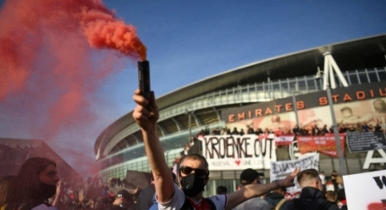 Protesto de torcedores do Arsenal