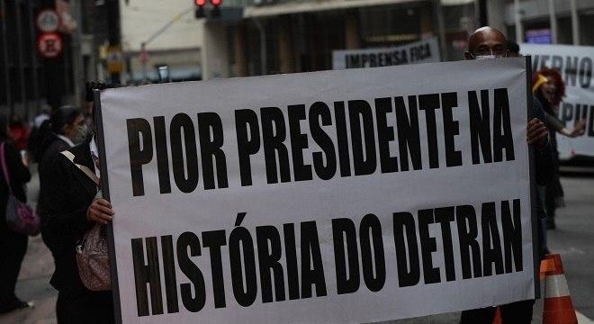Manifestantes durante a tarde desta segunda-feira (17)