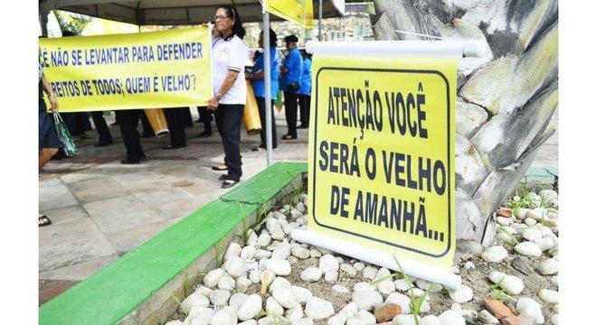 Idosos estão entre aqueles que os brasileiros mais acham que merecem ter seus direitos defendidos