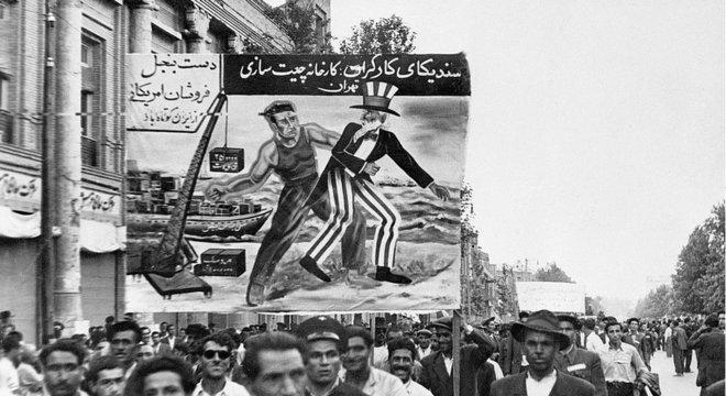 O partido comunista iraniano Tudeh teve papel importante ao exigir a nacionalização do petróleo durante o governo de Mossadeq