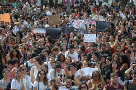 Protesto pela educação são realizados em todo Brasil